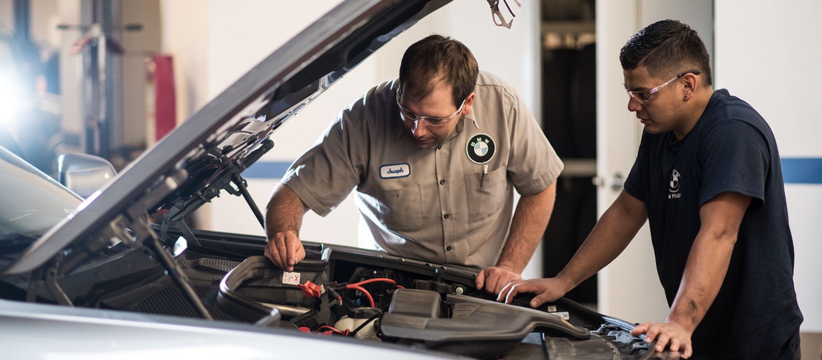 Hourly Rate vs Flat Rate: How Auto Mechanics Are Paid