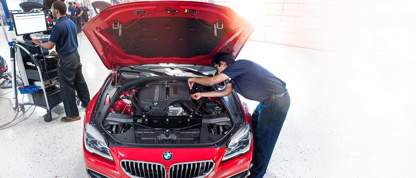 BMW Training Program Student working in the lab at Orlando Universal Technical Institute