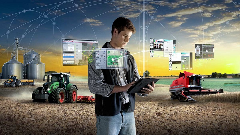 Fendt offers many Smart Farming options.