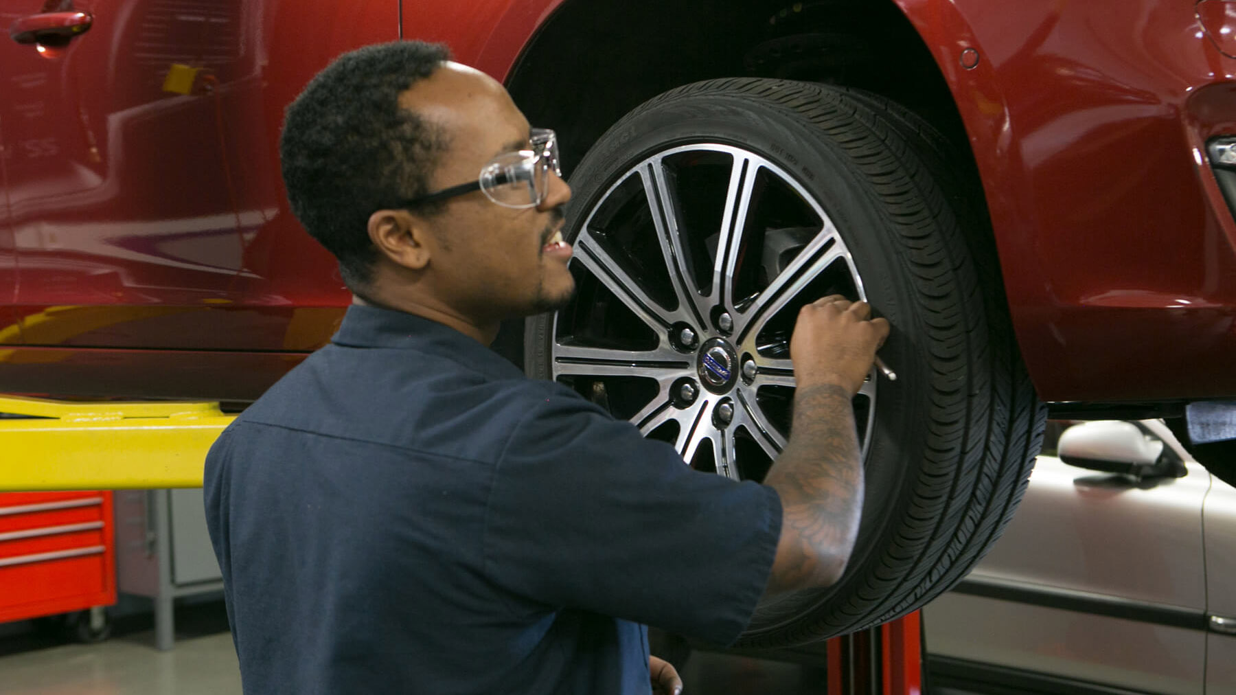 Specialized Training_4x3_Volvo_Courses_Tire Change