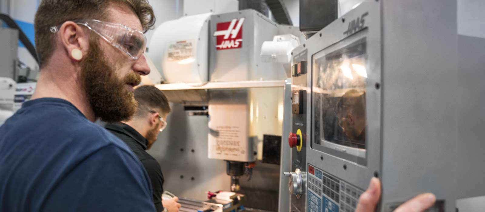 The Difference Between a CNC Operator and a CNC Machinist
