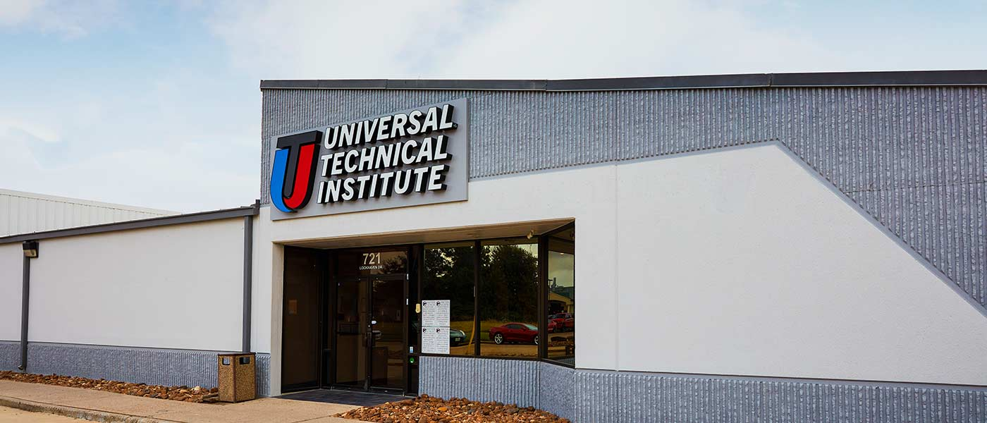 Front entrance of Universal Technical Institute's Houston, TX campus