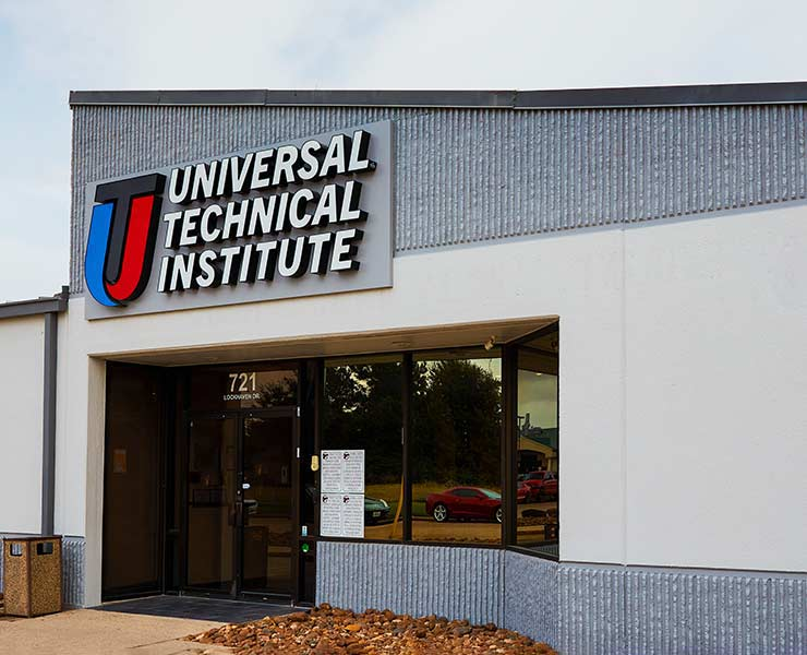 Front entrance of Universal Technical Institute's Houston, TX campus 2