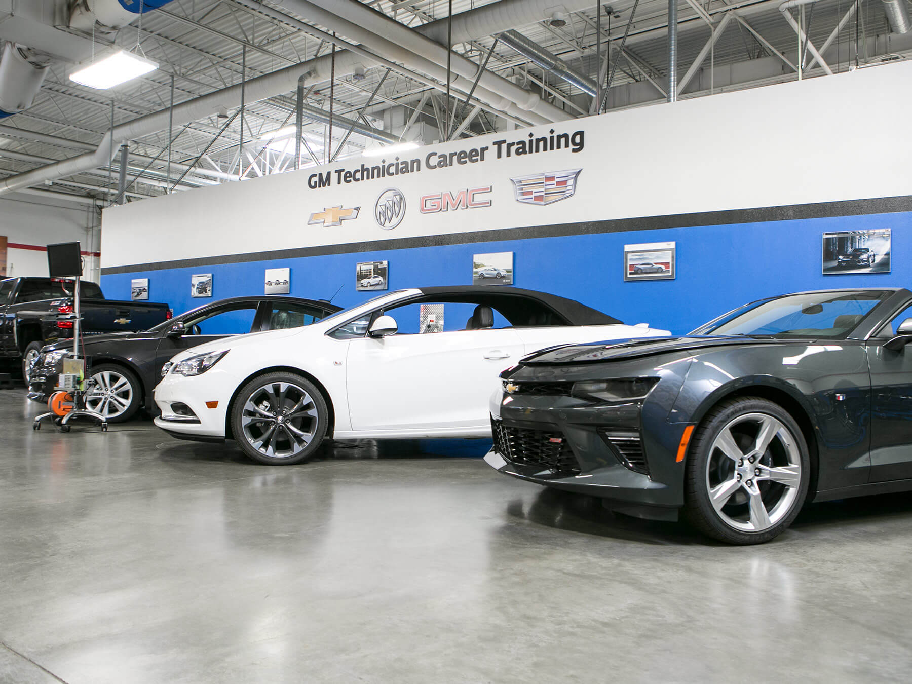 Wide angle photo of cars in the GM lab