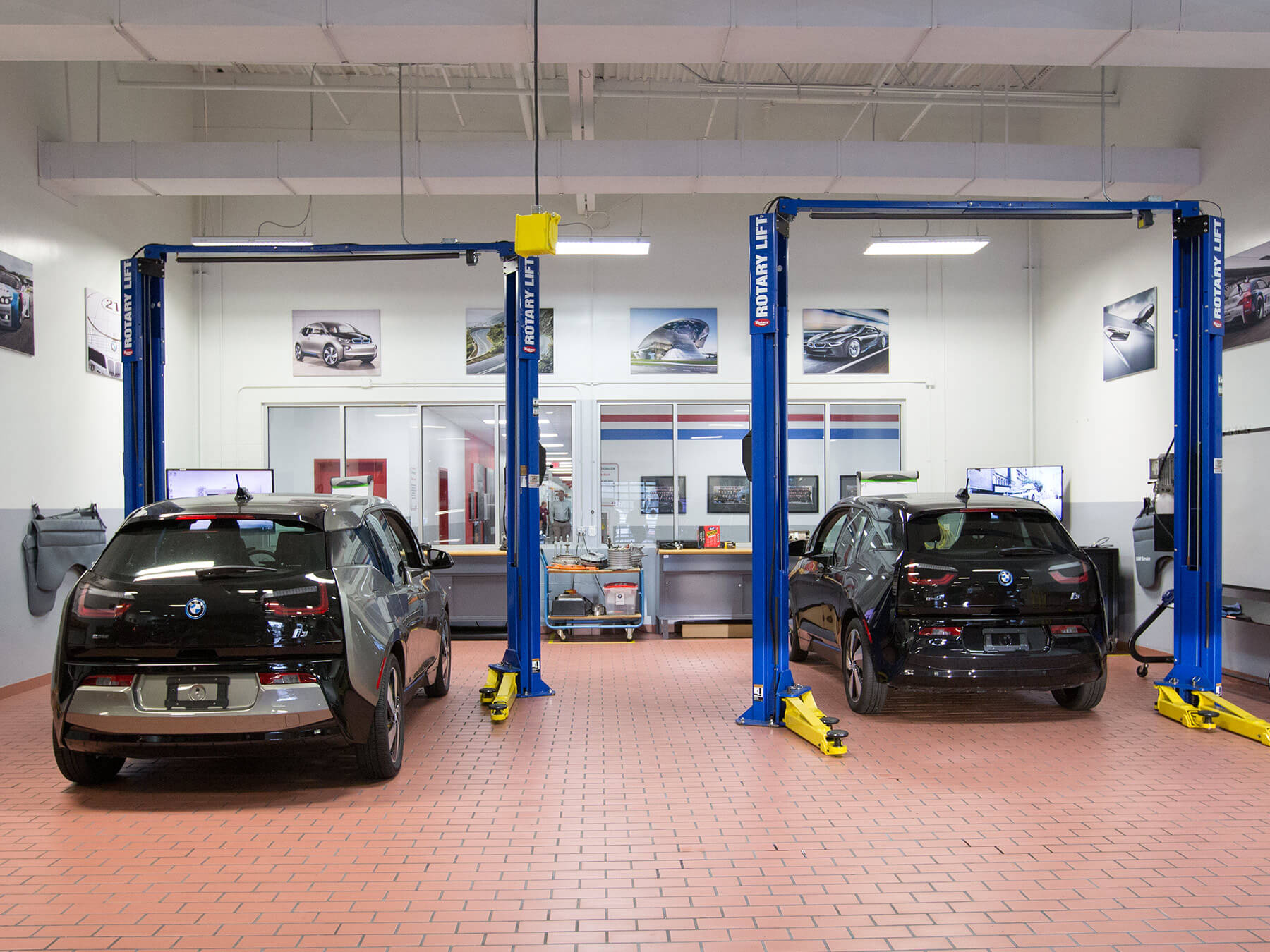 Wide angle photo of black BMW cars in the BMW lab